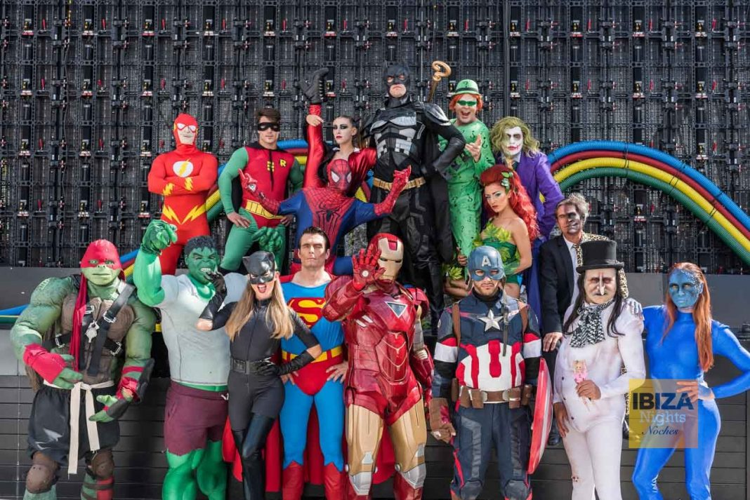 Los superhéroes, grandes protagonistas del evento. ROBERTO CASTAÑO