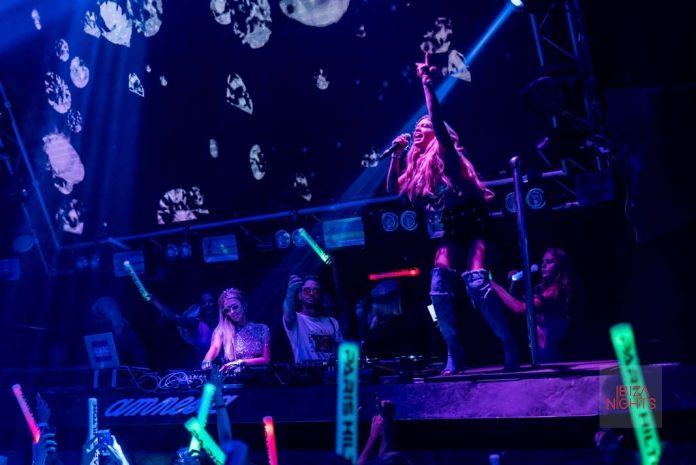 foam diamonds amnesia Chanel West Coast cantó como invitada especial sobre las mezclas de la sesión de Paris Hilton. Foto: Pablo Dass