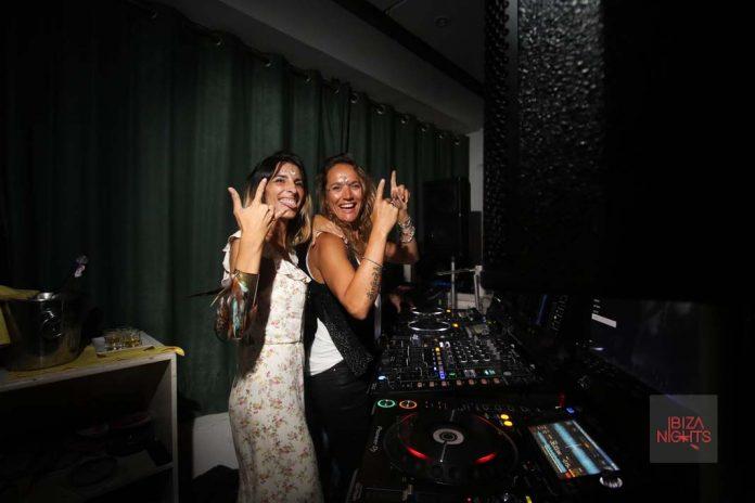 Mina Molfino y Stephanie Rosse en la pasada fiesta DollHouse. Foto: Lola_ilo