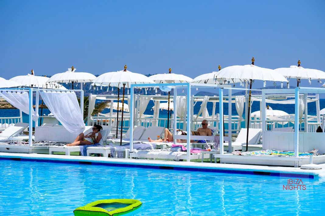 Jacaranda Lounge. Cada lunes, 'Flyboard show'