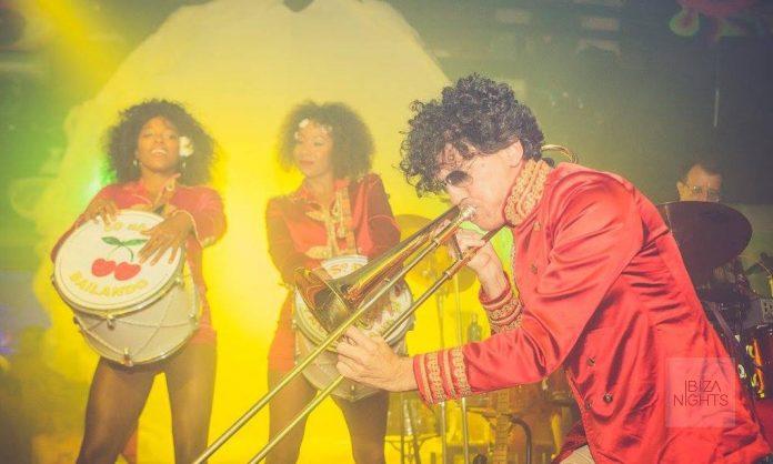 Flower Power Pacha. El 'show' de Sgt. Pepper's conmemora los 50 años del disco. Foto: Ana Ruiz de Villota