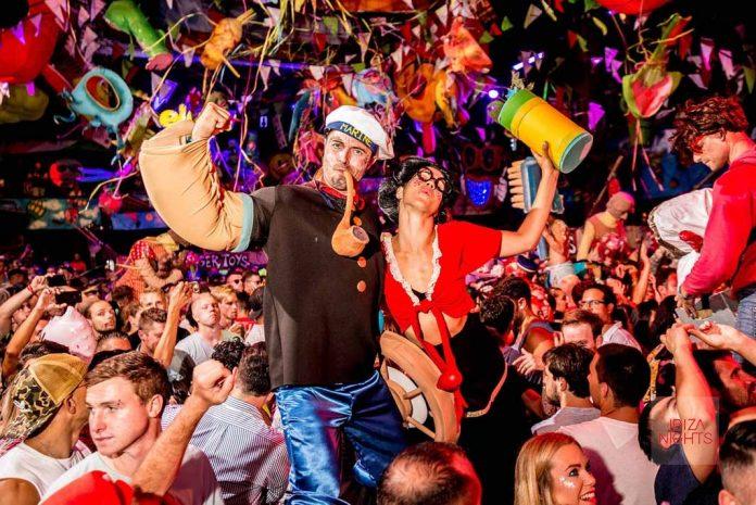 Los disfraces se adueñan de la pisla de baile cada sábado en Amnesia Ibiza. Fotos: David Pareja