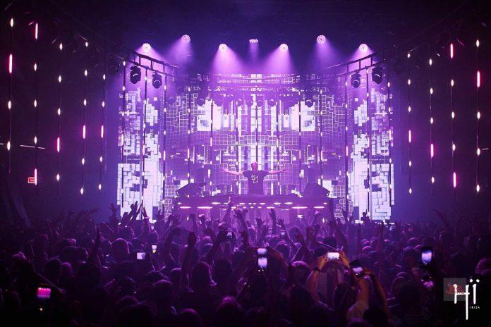 Junto a Armin, el dúo holandés Sunnery James y Ryan Marciano.