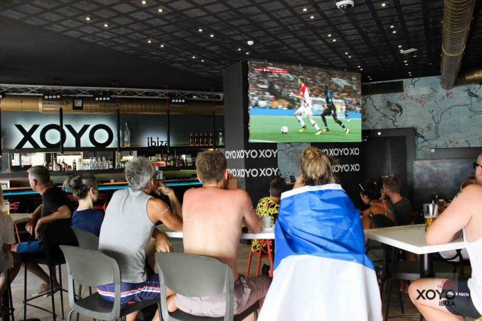 Xoyo Ibiza da la enhorabuena a Francia por la merecida victoria. Foto: Karina Sayas