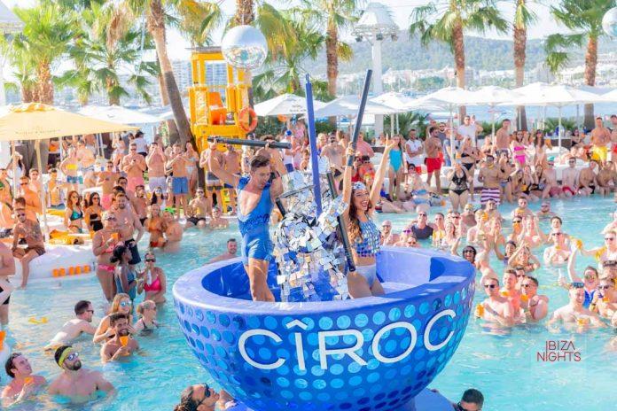 Una divertida 'pool party' llena de ritmo en Ocean Beach Ibiza. Fotos: Ocean Beach