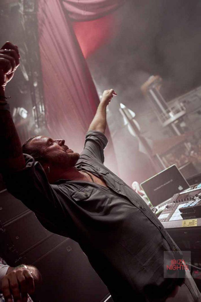 No hay 'clubber' que se precie que no haya bailado con el dj. Foto: Ushuaïa Ibiza