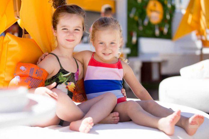 Niños y padres, el domingo es día de fiesta. Fotos: O Beach Ibiza