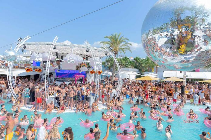 Los dj residentes regresan a la cabina del club hoy. Fotos: O Beach Ibiza