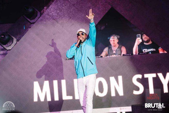Million Stylez, el artista de dancehall sueco, llenó de ritmo el club de Sant Rafel. Foto: Mario Pinta